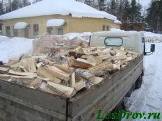 Доставка повезла дрова